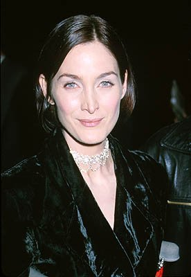 Premiere: Carrie Anne Moss at the Beverly Hills premiere of Miramax Films' Chocolat - 12/11/2000