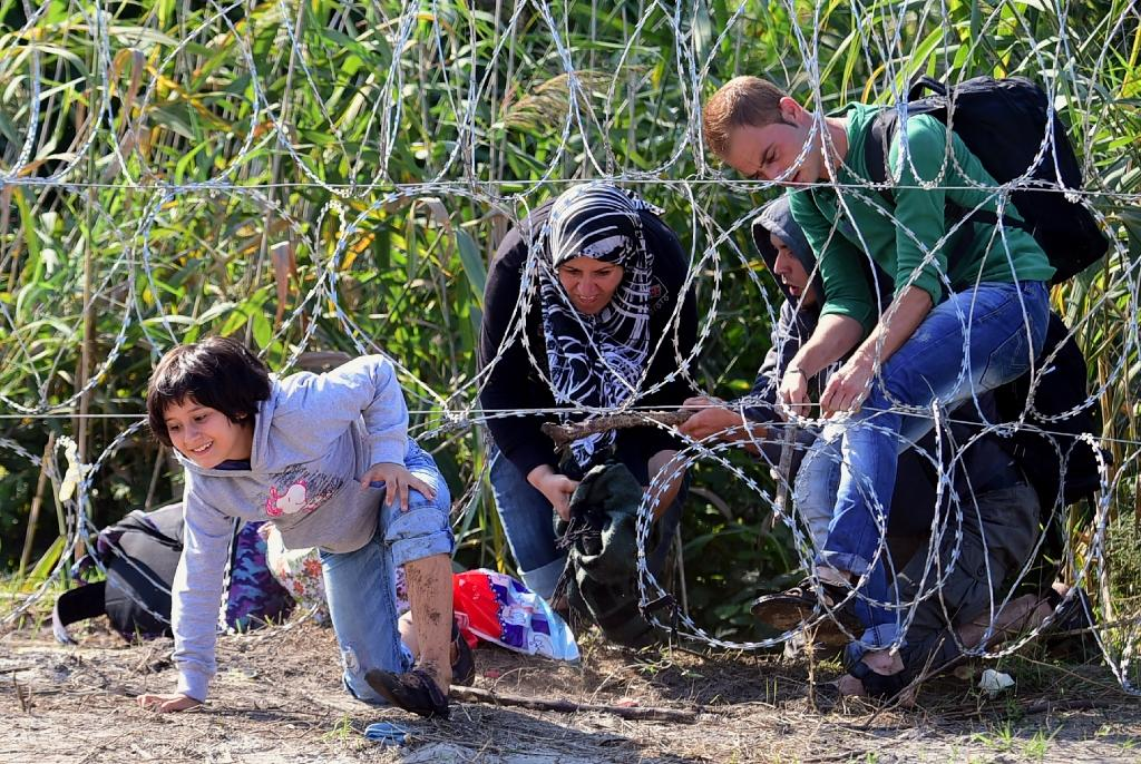 Hungary razor wire no hurdle for hardened migrants