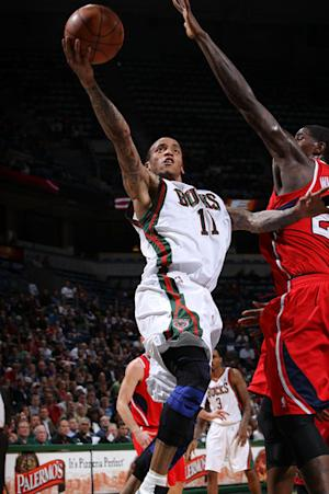 Ellis scores 33 as Bucks beat Hawks 108-101