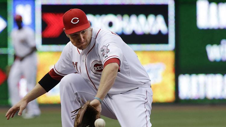 4 solo homers send Reds over Pirates 4-1