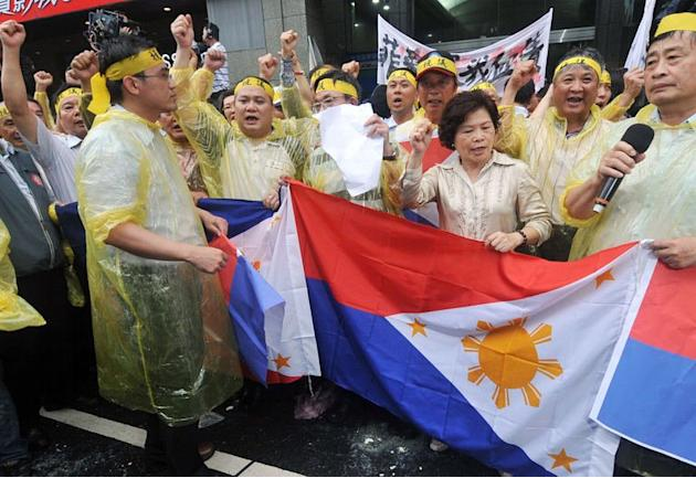 Angry Taiwanese fishermen chant slogans at the Philippine de facto embassy in Taipei during a protest on May 13, 201