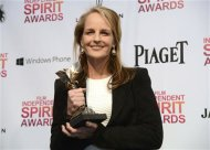 "Actress Helen Hunt holds her award for best supporting female for ""The Sessions"" at the 2013 Film Independent Spirit Awards in Santa Monica, California February 23, 2013. REUTERS/Phil McCarten"