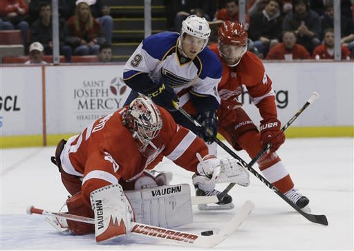 Zetterberg-led Red Wings beat streaking Blues 5-3