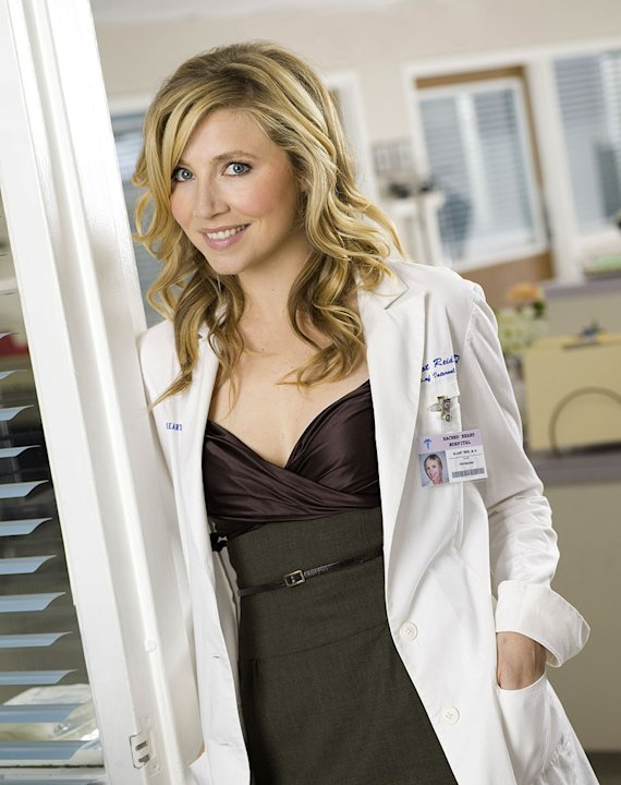 Sarah Chalke stars as Elliot Reid in Scrubs.