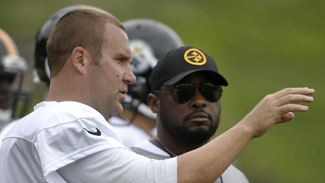 Pittsburgh Steelers quarterback Ben Roethlisberger, left, talks with head coach Mike Tomlin during NFL football training camp  in Latrobe, Pa., on Wednesday, July 30, 2014