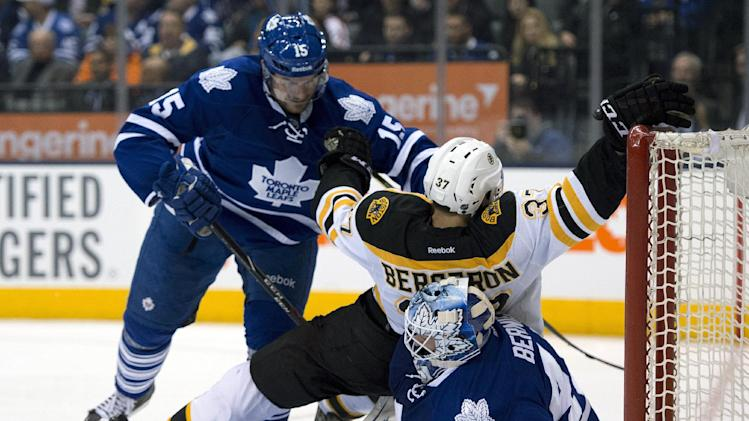 Leafs goalie Bernier out 3 weeks with knee sprain