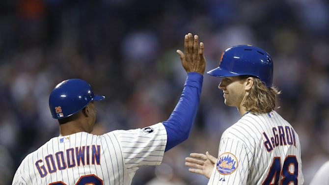 Mets rookie deGrom gets 1st hit by team's pitchers