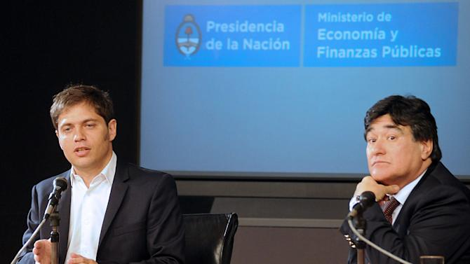 Argentine Economy Minister Axel Kicillof (L) and Legal and Technical Secretary Carlos Zannini speak at a press conference in Buenos Aires on August 20, 2014