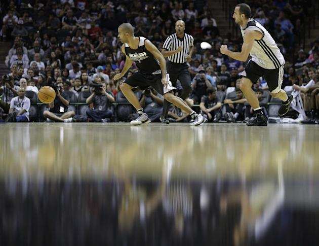 San Antonio Spurs' Tony Parker, left, of France, and San Antonio Spurs' Manu Ginobili, right, of Argentina, scrimmage during an open NBA basketball practice, Sunday, Oct. 6, 2013, in San Antonio