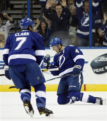 Moore scores tiebreaking goal in Lightning win