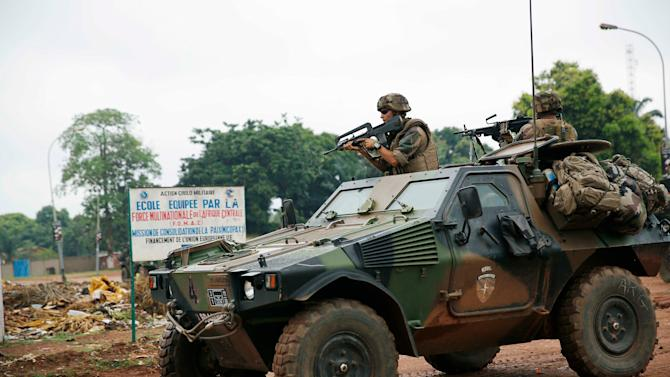 French troops take position in the Miskine neighbourhood of Bangui, Central African Republic, Friday Dec. 13, 2013. French troops backed by a helicopter traded fire with suspected former rebels in a Bangui neighborhood rife with sectarian tensions Friday, as France's military chief arrived in Central African Republic where some 1,600 French troops are trying to stabilize the near-anarchic country. (AP Photo/Jerome Delay)