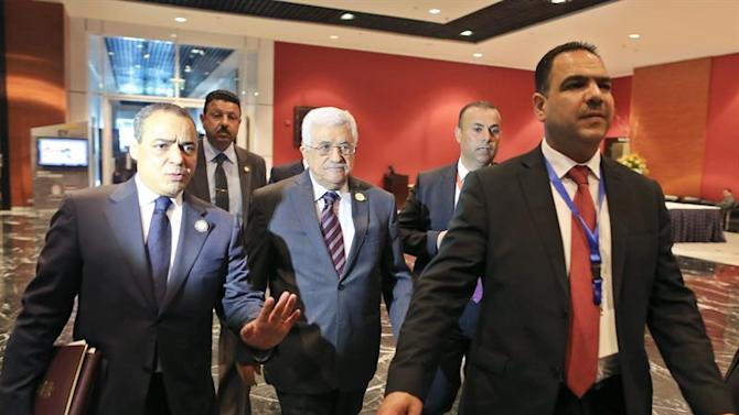 SHA44. Sharm Alsheikh (Egypt), 28/03/2015.- President of the Palestinian Authority, Mahmoud Abbas (C), leaves the opening session of the Arab Leaders summit, Sharm al-Sheikh, Egypt, 28 March 2015. The Arab summit is running 28 and 29 March with the current unrest in Yemen topping the agenda as Saudi Arabia at the head of a coalition of Muslim and Arab countries continues to carry out airstrikes against Houthis which have so far claimed some 40 civilian lives with many more injured, and is said to be mulling the option of sending ground forces in to reinstate what they are calling the legitimate government headed by Abdo Rabbo Mansour Hadi, who is now at the conference calling for the continuation of airstrikes until Houthis surrender according to some reports, while talks between delegates continue about the possibility of setting up a joint Arab military force. (Egipto) EFE/EPA/KHALED ELFIQI (Egipto) EFE/EPA/KHALED ELFIQI