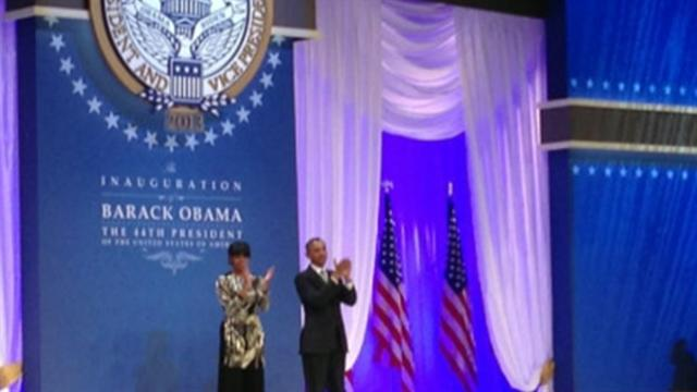 Obama, Michelle give thanks at staff ball