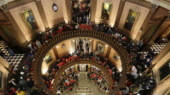 Michigan lawmakers approve right-to-work bills