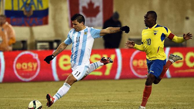 Argentina's Sergio Aguero (L) and Ecuador's Walter Ayovi during their international friendly match at MetLife Stadium in East Rutherford, New Jersey, on March 31, 2015