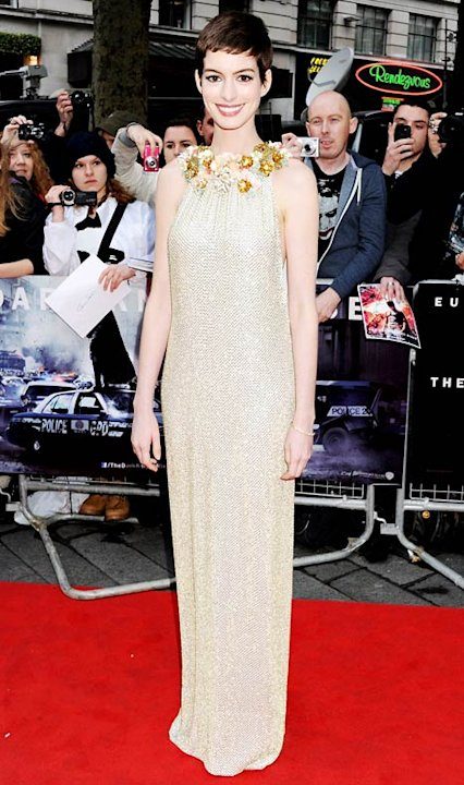 Anne Hathaway Dazzles in Slinky&nbsp;&hellip;