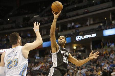 Spurs star Duncan sues financial adviser for fraud in Texas court