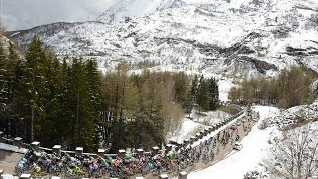 A snow-laden Giro d'Italia stage, 2013 (Imago) (Not for use in Italy, France)