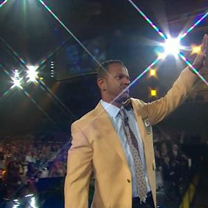 Buffalo Bills all-time leading receiver Andre Reed receives his gold jacket