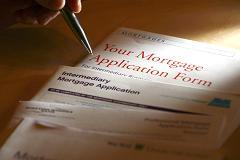 Drop in rates spurs rise in mortgage refinancing