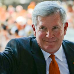 Mack Brown Steps Down