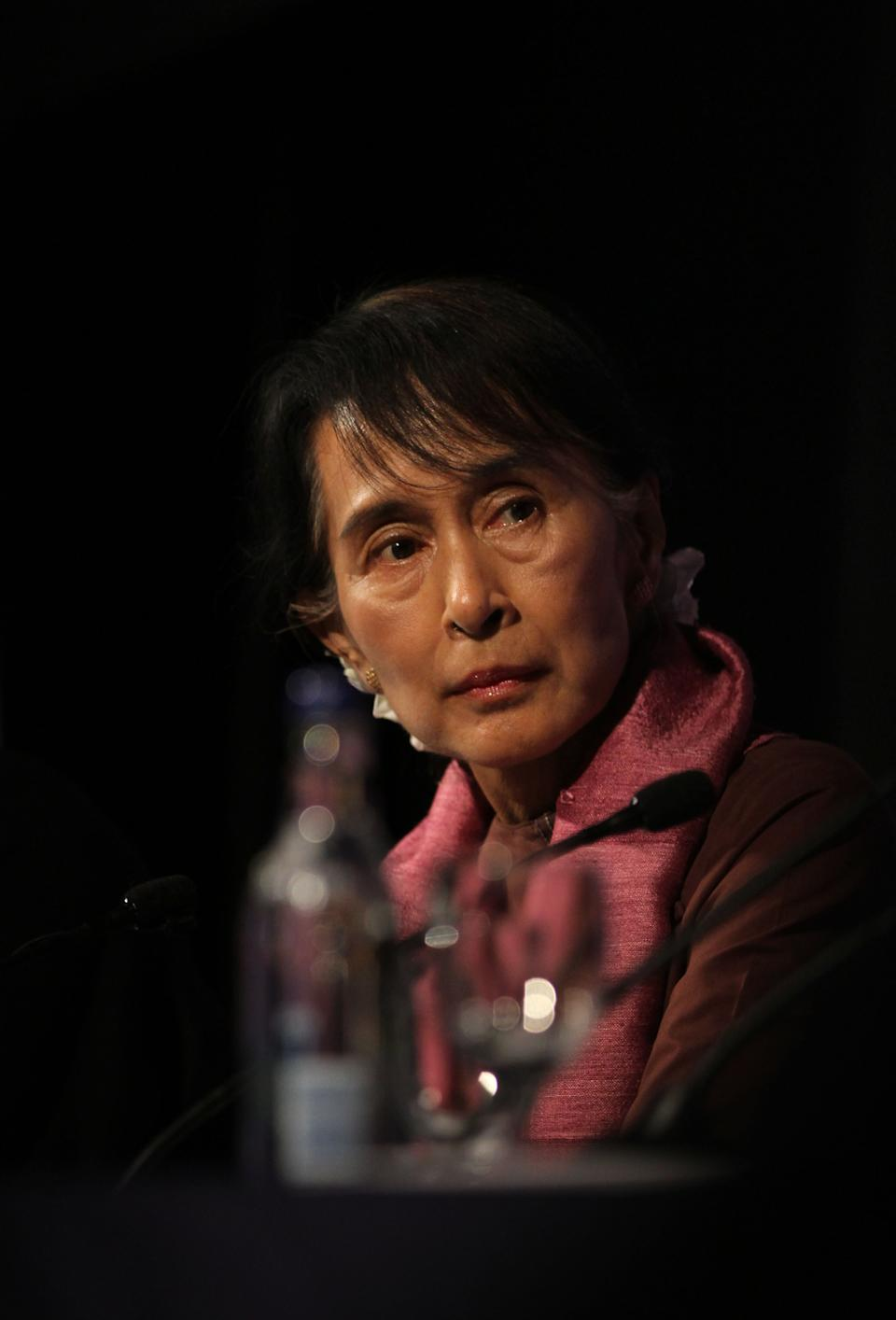 Myanmar political leader Aung San Suu Kyi takes part in a round table at The London School of Economics and Political Science during the first public event of her UK  visit in London Tuesday June, 19, 2012. (AP Photo/Elizabeth Dalziel)
