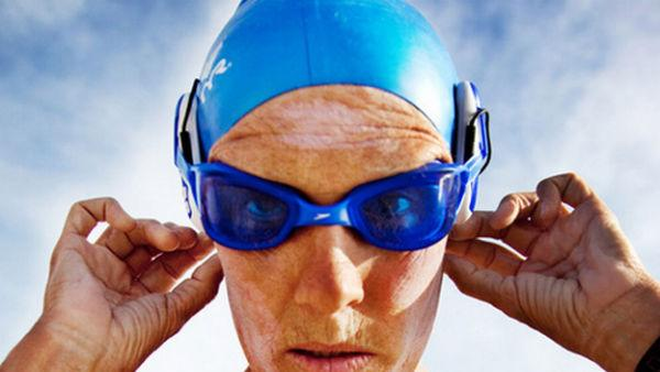 62-Year-Old Swimmer Live-Tweets Swim From Cuba to Florida