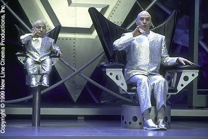 Verne J. Troyer and Mike Myers in Austin Powers: The Spy Who Shagged Me