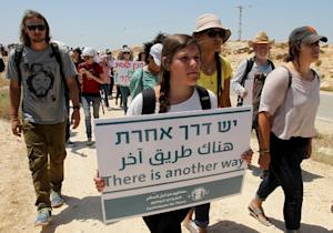 Israeli, foreign and Palestinian activists take part…