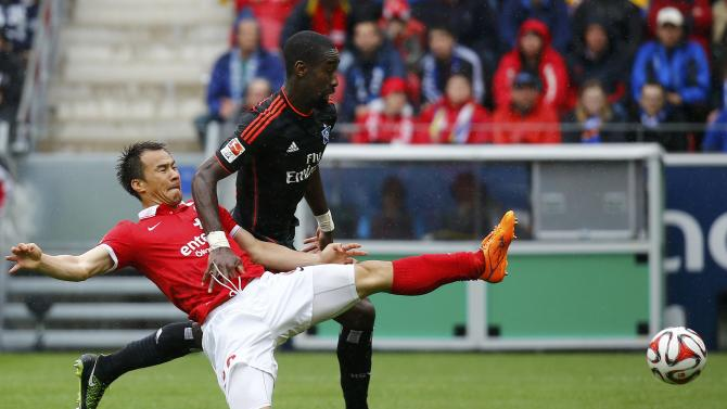 FSV Mainz 05 Okazaki fights for the ball with Hamburg SV's Djourou during their German first division Bundesliga soccer match in Mainz