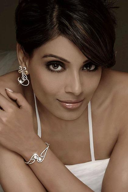 Bipasha turns a year older
