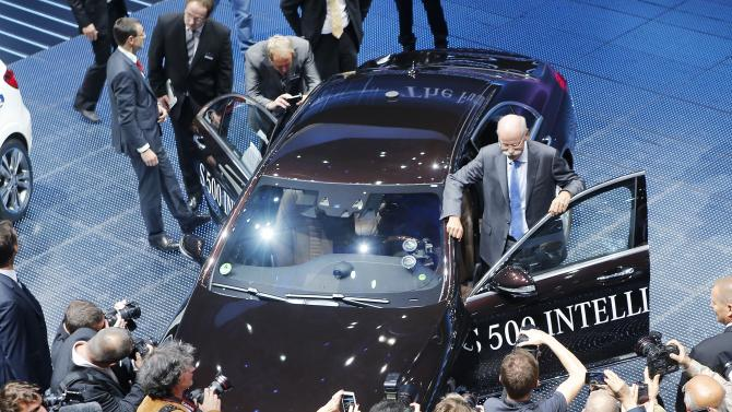 Automakers look to lure buyers at Frankfurt Show