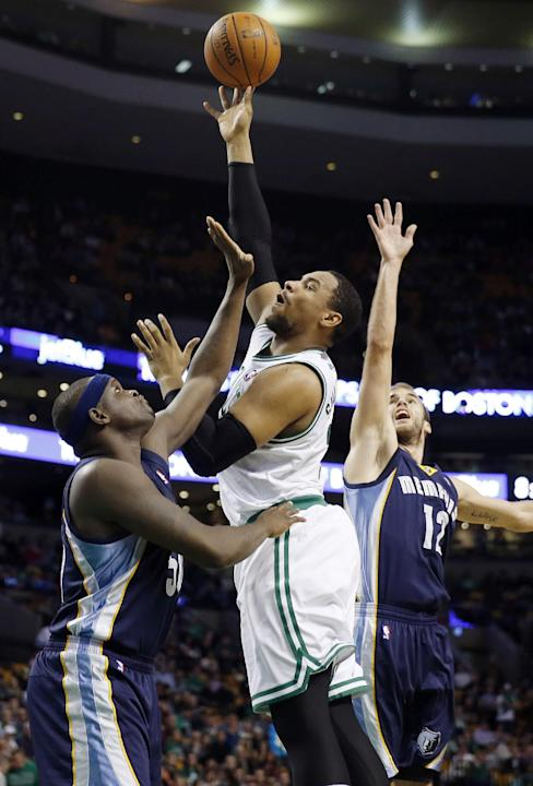 Boston Celtics' Jared Sullinger, center, shoots between Memphis Grizzlies' Zach Randolph (50) and Nick Calathes (12) in the second quarter of an NBA basketball game in Boston, Wednesday, Nov. 27, 2013