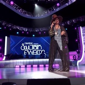 Erykah Badu Disses Iggy Azalea During 'Soul Train Awards' Monologue