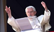 Resigning Pope Asks Crowds To Pray For Him