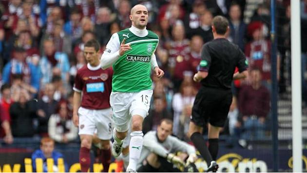 Scottish Football - Hibs knocked off top spot