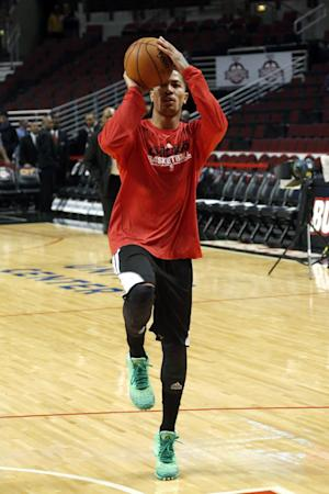Chicago Bulls point guard Derrick Rose works out before an NBA basketball game between the Bulls and the Denver Nuggets, Monday, March 18, 2013, in Chicago. Rose continues rehabbing from a surgery to repair a torn anterior cruciate ligament in his left knee. (AP Photo/Charles Rex Arbogast)