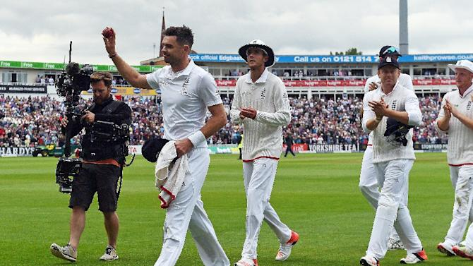 England bowler James Anderson (2L) celebrates taking six of Australia's ten wickets in the first innings on the first day of the third Ashes cricket test match between England and Australia at Edgbaston in Birmingham, England, on July 29, 2015