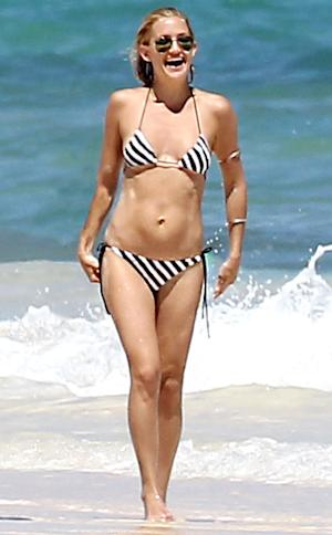 Hot! Kate Hudson Shows Off Amazing Bod in Tiny Bikini 8 Months After Baby