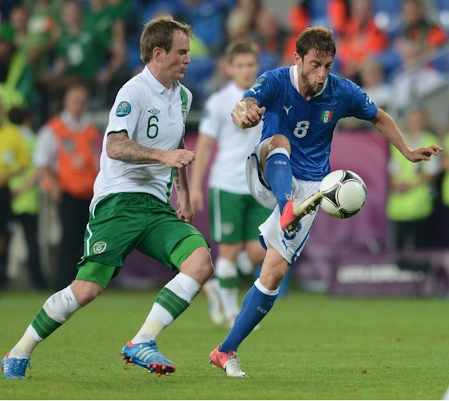 Irish Midfielder Glenn Whelan (L) Vies AFP/Getty Images