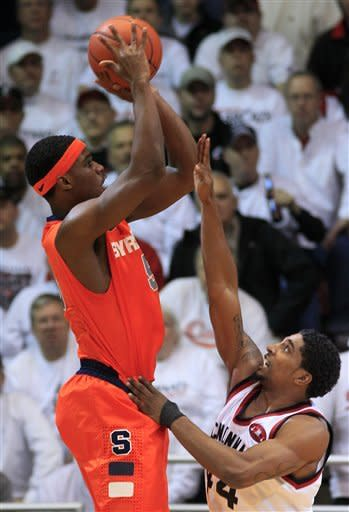 No. 3 Syracuse beats Cincinnati 60-53