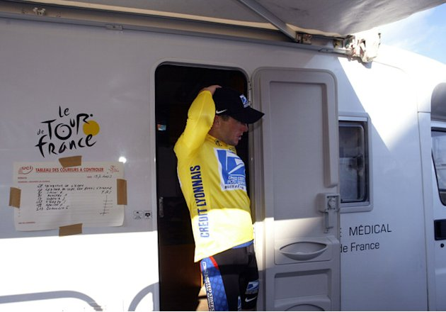 US Lance Armstrong (US Postal/USA) Leaving The Bus AFP/Getty Images