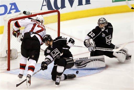 Devils avoid elimination, beat Kings on late goals