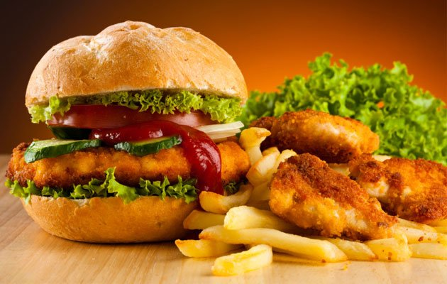 Eating fast food too often can lead to heart problems even in young people (Thinkstock photo)