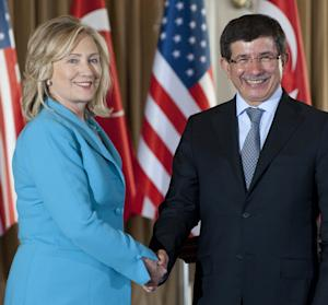 Turkish Foreign Minister Ahmet Davutoglu, right,  and US Secretary of State Hillary Clinton shake hands after holding a joint press conference following meetings at Sait Halim Yalisi in Istanbul, Turkey,  on Saturday July 16, 2011.  (AP PHOTO / Saul Loeb)