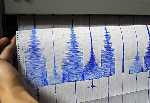 A strong earthquake hit off the southwest coast of Turkey Sunday near a popular tourist resort