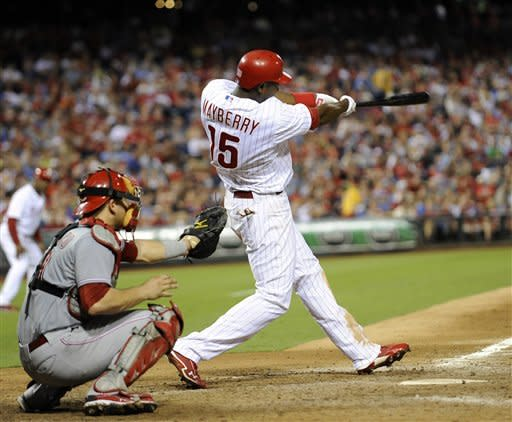 Mayberry, offense lead Phillies over Reds