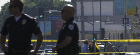 Police officers at the scene of shooting in Hollywood, Calif., Dec. 9, 2011.  (REUTERS/Mario Anzuoni)