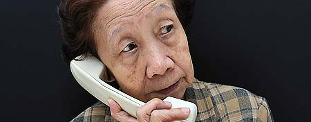 Old woman on phone. (ThinkStock)