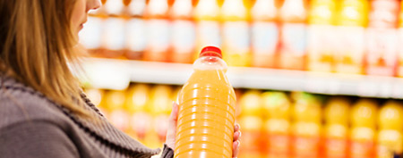 Buying orange juice (ThinkStock)
